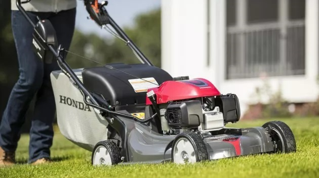 How to Pick the Best Self-Propelled Push Lawn Mower