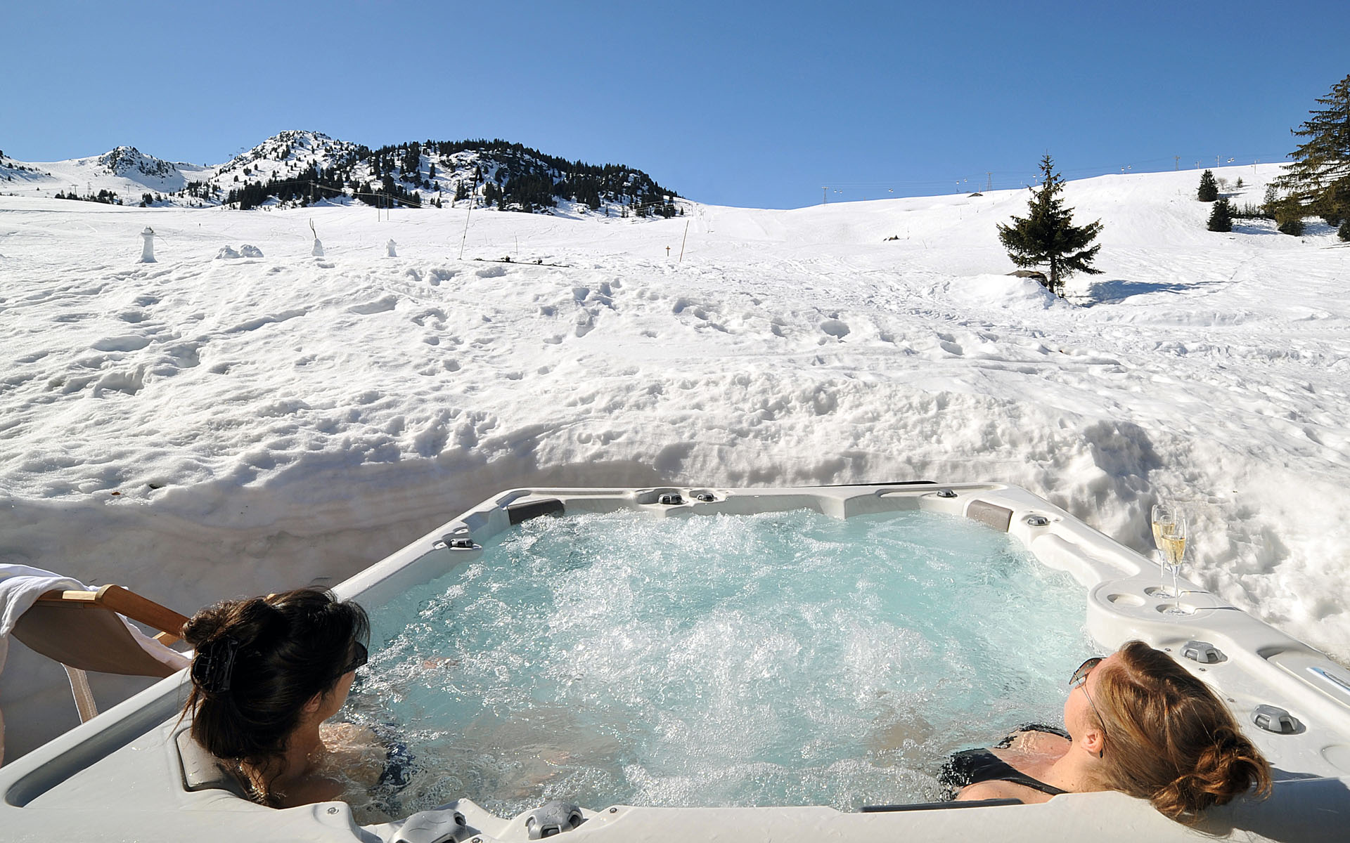 Using The Hot Tub During The Winter
