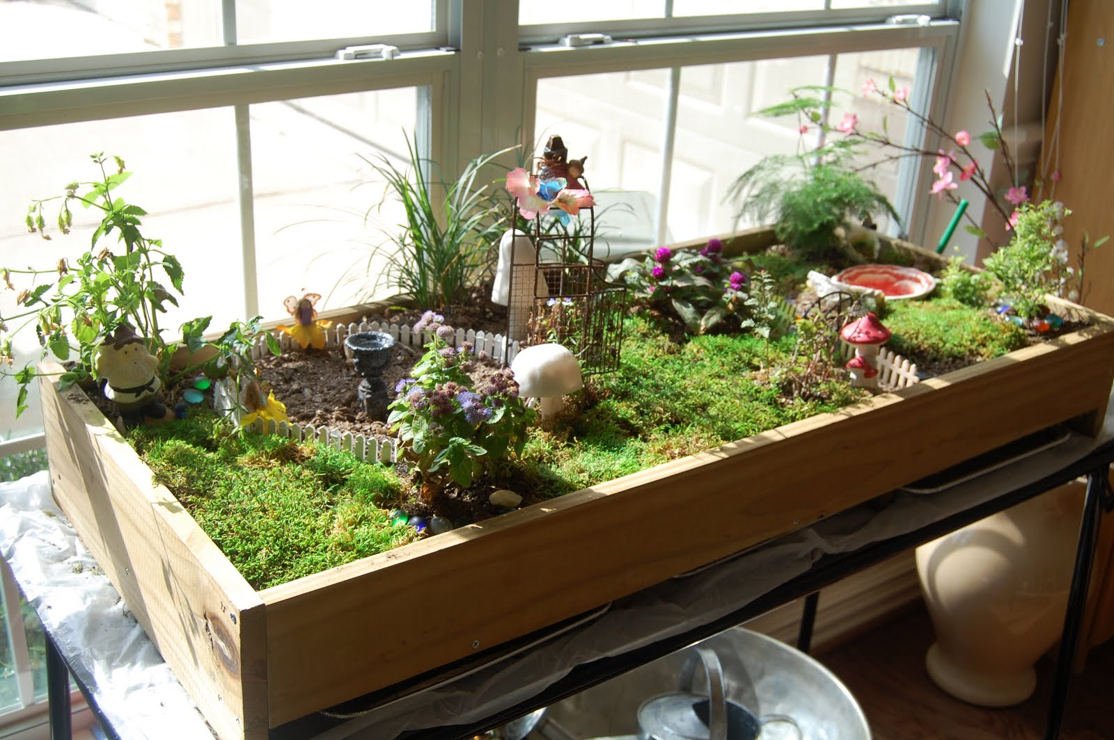 All The Basics For Setting Up Your Indoor Garden :: YardYum ...