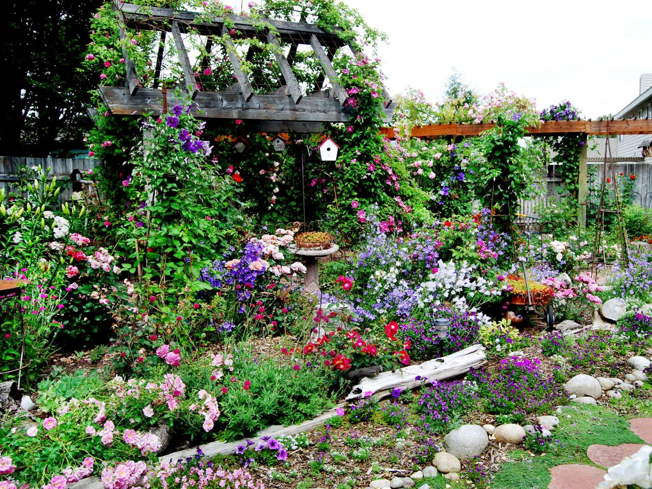 10 Elements that Will Make Your Garden Even More Beautiful