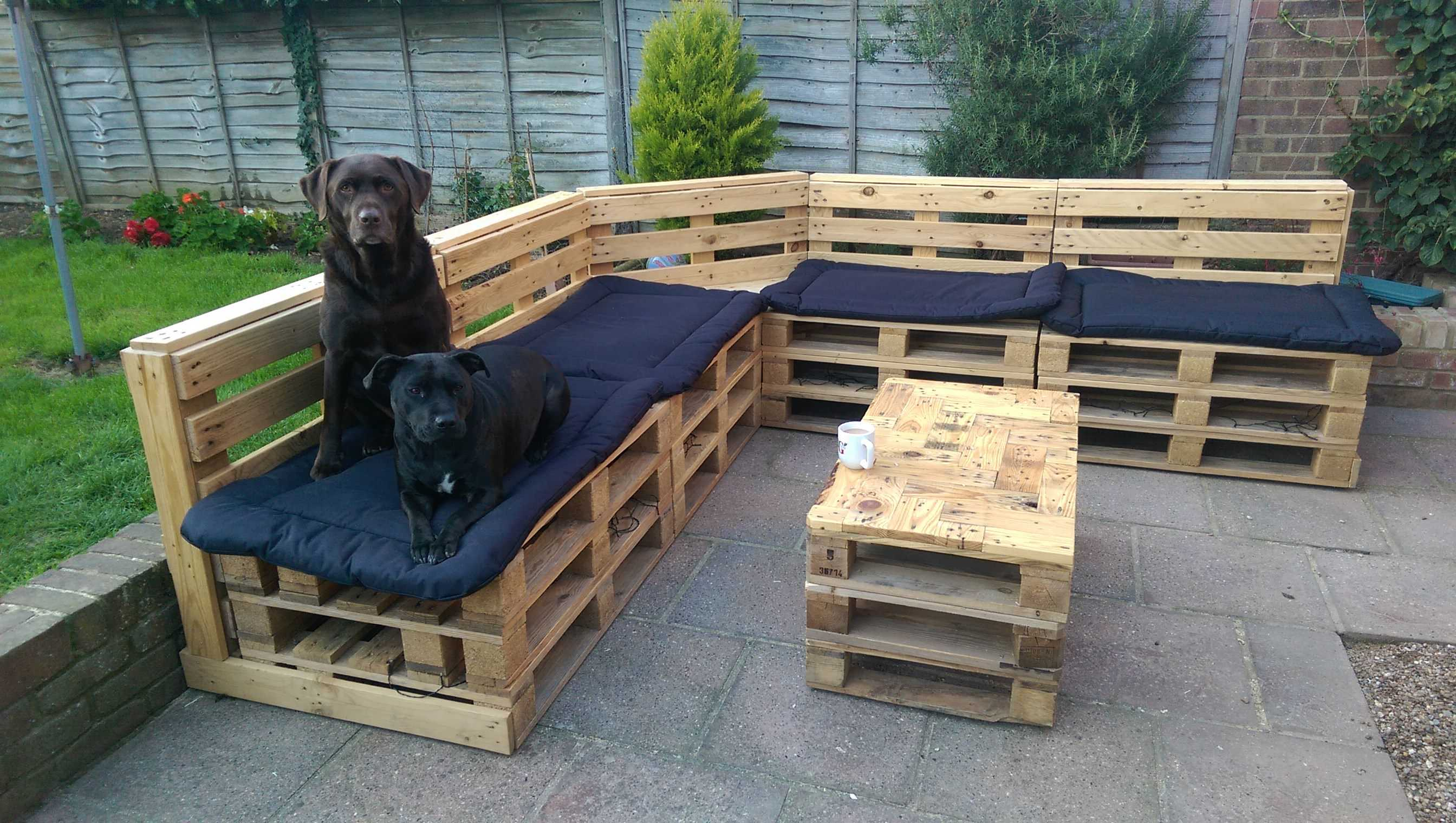 5 Top Tips For Creating Pallet Seating The Garden