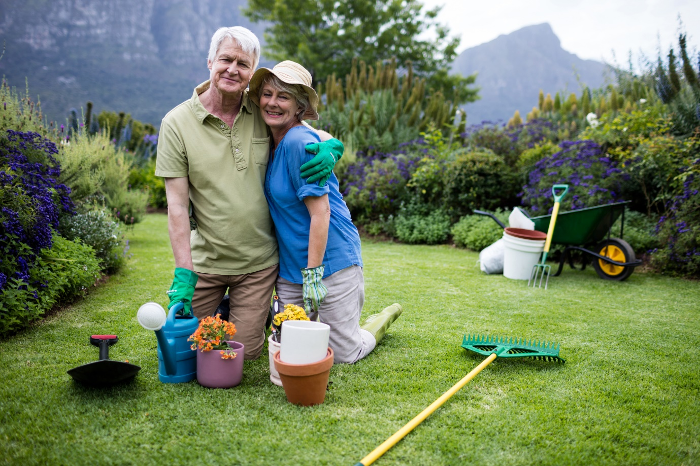 Lawn maintenance tips for seniors that requires little work