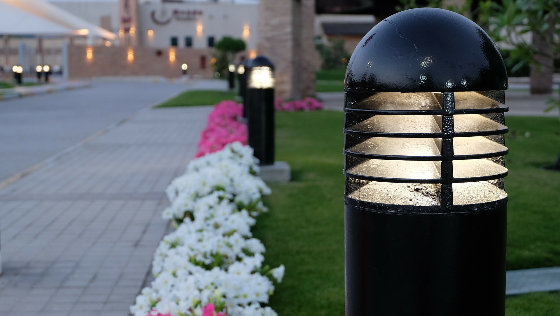 Solar Garden Lamps - Versatile, Easy to Install Outdoor Lighting